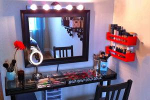 Туалетный столик, зеркало для макияжа, тумбочки для косметики – лучшие друзья девушки. Критерии выбора. Цены.